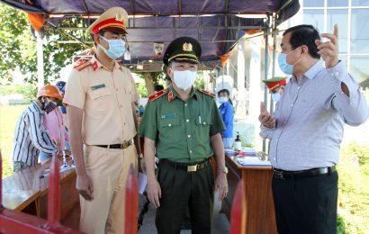 Bí thư Tỉnh ủy Phan Việt Cường kiểm tra, động viên chiến sĩ làm nhiệm vụ phòng chống dịch Covid-19