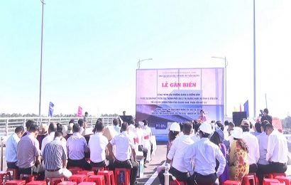 Gắn biến công trình cầu Trường Giang thành phố Tam Kỳ chào mừng Đại hội