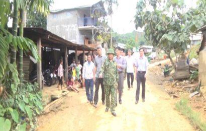 Phó Chủ tịch Hồ Quang Bửu kiểm tra công tác khắc phục thiệt hại do mưa, bão tại huyện  Tây Giang