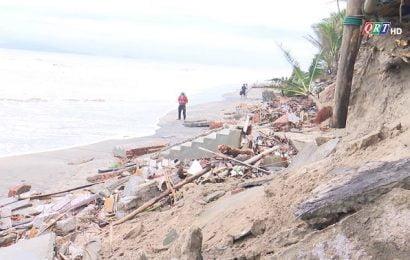 Sạt lỡ nghiêm trọng ở Cửa Đại sau bão số Vamco