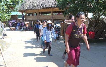 Gạo Chính phủ về với bản làng đón tết