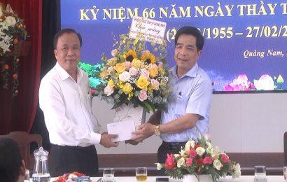 Phó Bí thư Thường trực Tỉnh ủy Lê Văn Dũng thăm các đơn vị y tế