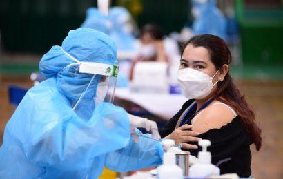 Bộ trưởng Tài chính: Gần đủ tiền tiêm vaccine cho 75 triệu dân